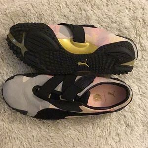 Never worn Puma size 7 sneakers